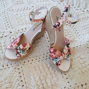 {American Eagle} Boho Floral strap wedge sandals